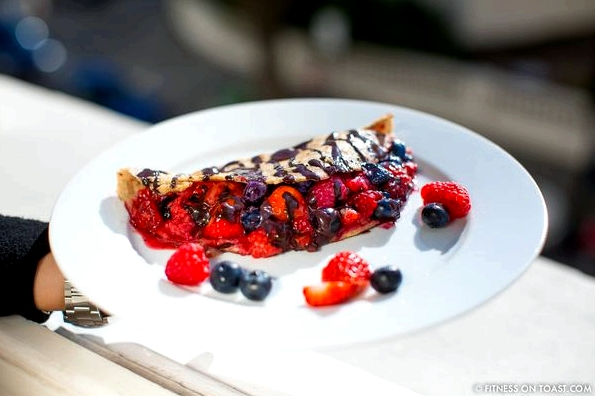 fitness-on-toast-faya-blog-girl-healthy-recipe-food-nutrition-tasty-berry-chocolate-pancake-breakfast-treat-weekend-delicious-natural-healthy-simple-easy