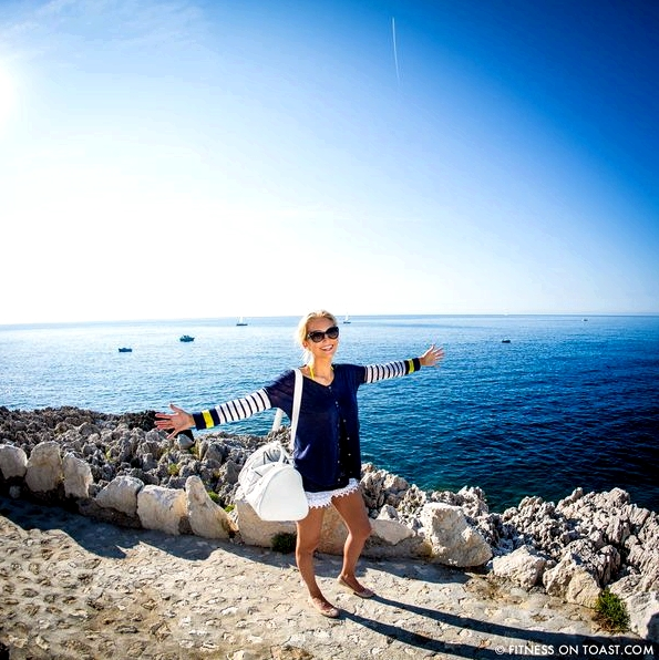 Fitness On Toast Faya Blog Healthy Girl Exercise Fitness Fashion OOTD Outfit Gear Yoga Pilates Charli London Head St Moritz Bag White Summer Love France Cap Ferrat Grand Hotel Walk Coast Sea Beach Breakfast Yacht Salmon Tea Berries Health SQUARE-1