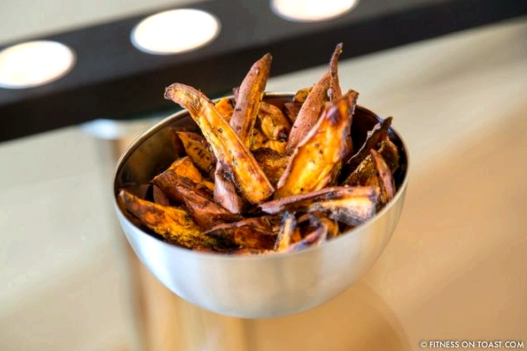 SWEET POTATO CHIPShttp://fitnessontoast.com/2013/06/22/how-entertaining/