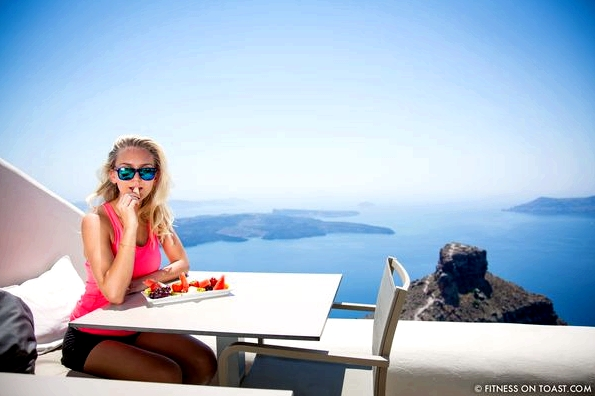 Fitness On Toast Faya Blog Healthy Workout Travel Active Escape H&M Hennes HMSport Fashion Santorini Greece Outfit OOTD-2