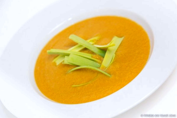 CARROT, GINGER AND LEEK SOUPhttp://fitnessontoast.com/2013/01/22/raid-your-vegetable-box/