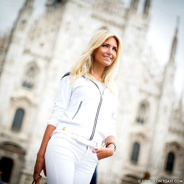Fitness On Toast Faya Blog Girl Healthy Training Travel Milan Italy Fashion Activewear Gym Clothes Outfit Sporty Chic Look OOTD Hotel Luxury Principe Di Savoia J Brand Louis Vuitton Under Armour Monreal London Duomo SQUARE-1
